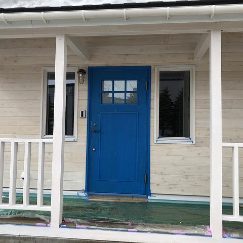 【モデル着工記録⑤】玄関ドアの塗装ができました♪